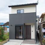 家族それぞれのプライベ-トを確保したコンパクト住宅