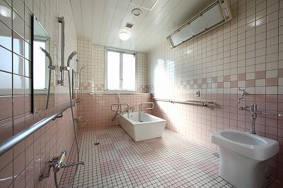 1F奥浴室