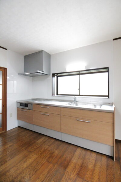 キッチン改修工事 天井の雨漏り修理 クロス貼替 明るいキッチンに