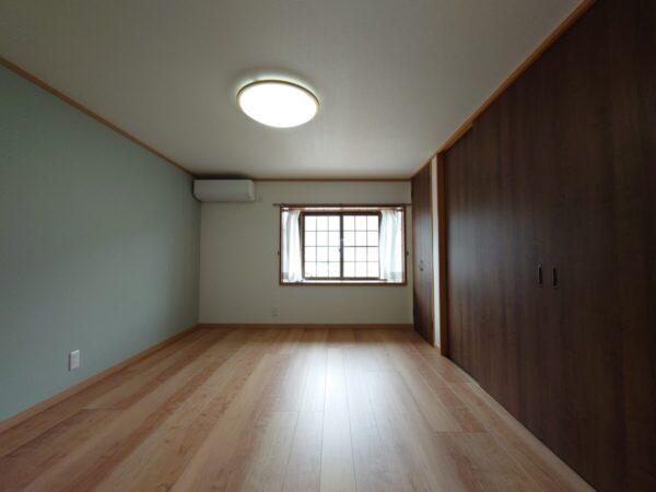 和室から洋室に 急な階段から安心安全な階段に架け替え