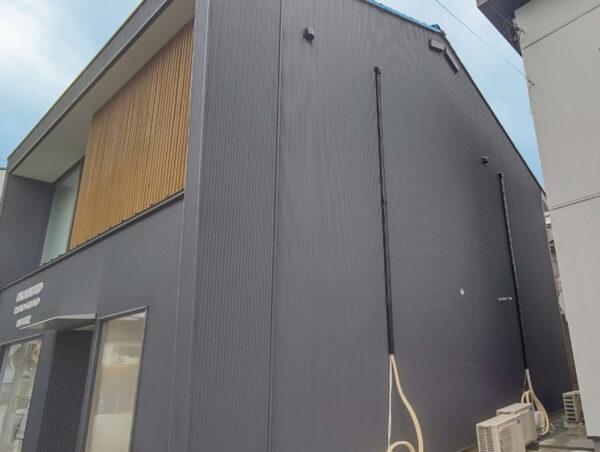 外壁をきれいにしたい 塗装よりも持ちがいい!ガルバリウム鋼板 小波張り工事