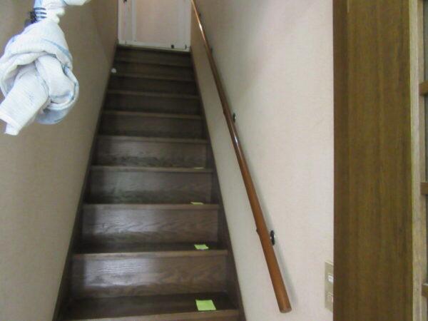手摺取付工事 毎日使う階段に安心、安全のため手すりは必要です
